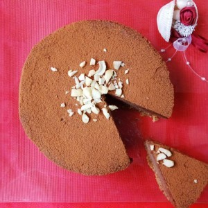 Какао торта со путер од кикирики (хроно, сурово, веган, посно)
