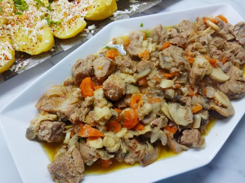Динстано свинско со печурки