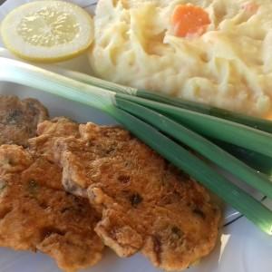 Плескавици од пилешко месо, шампињони и кашкавал
