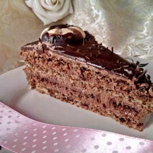 Чоколадна торта со ореви и лешници