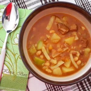 Манџа со гулаш и зеленчук