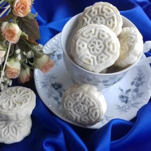Арапски кекси полнети со фил од урми и ореви