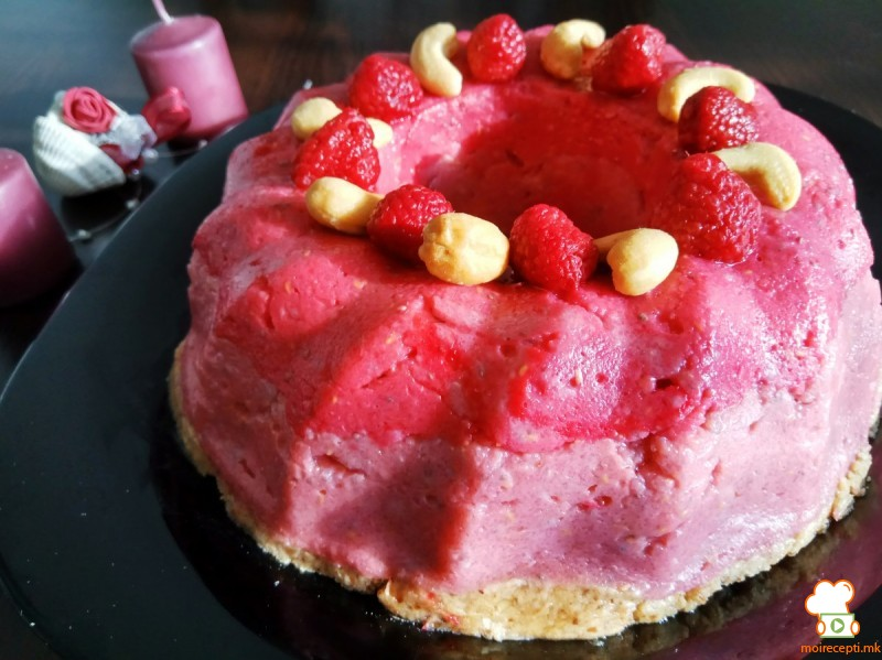Јубилејна 400та торта со малини (посно, веган, сурово, хроно)