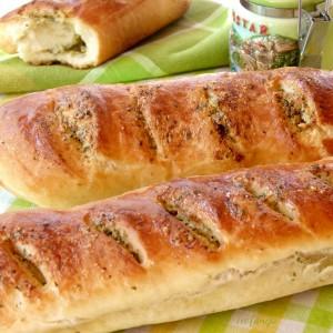 Пармезан багети со лук и магдонос