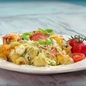 Видео рецепт: Тестенини со домати и босилек
