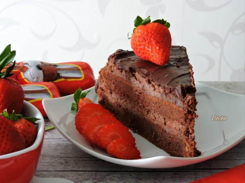 Чоколадна торта со мармалад од јагоди