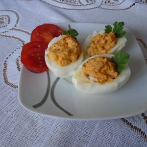 Полнети јајца со фил од ајвар