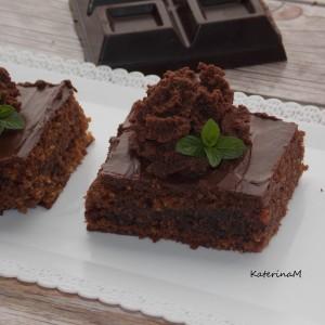 Екстра чоколаден колач со лешници