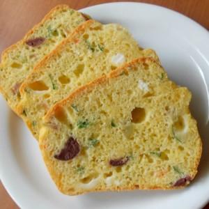 Солен кекс со ајран и маслинки