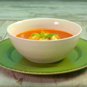 Видео рецепт: Супа од домати со брускети