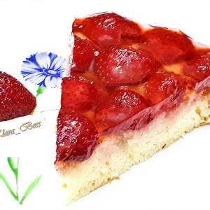 Торта со зрнесто овошје (јагоди)