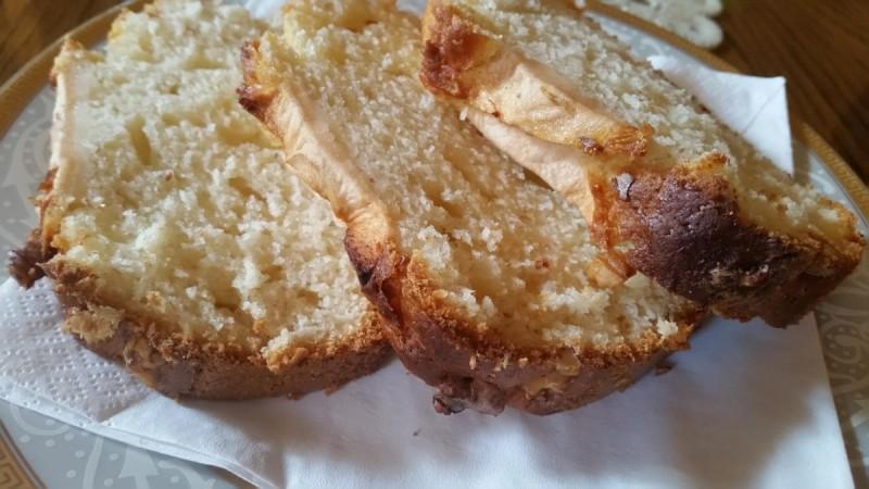 Колач со кисело млеко, банана и јаболко