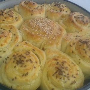Погача мека како памук со путер и сирење