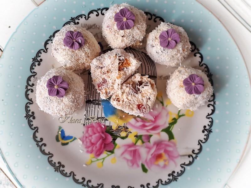 Нежни бомбици со ресани и слатка павлака