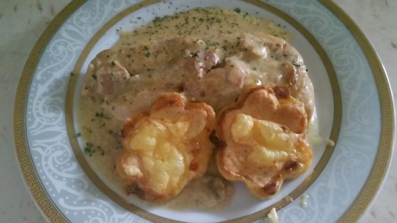 Пилешко во сос и крекери