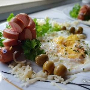 Декорација  со виршла (појадок)