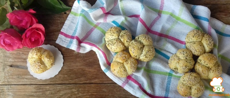 Солени цветчиња во маслиново масло и суви зачини
