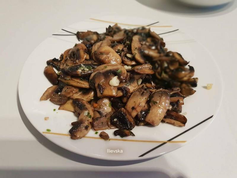 Печурки во бело вино