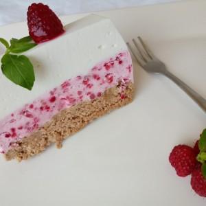 Сладолед торта со малини