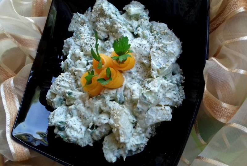 Кремаста компир салата со шмек на целер