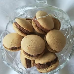 Падобранци со бадем и чоколаден крем