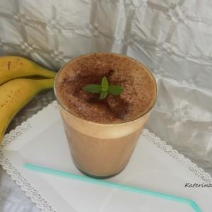 Смути со инстант кафе и банана