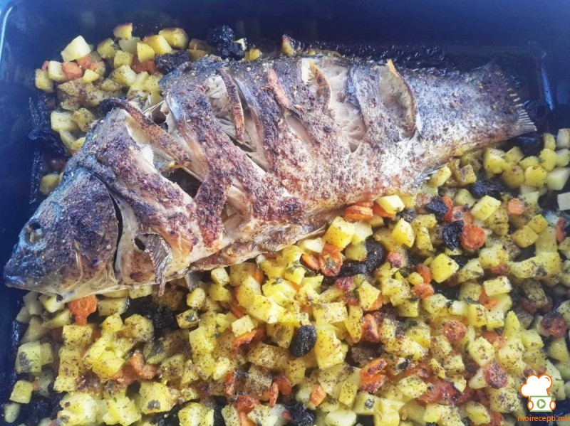 Полнет крап со компири, моркови и црни сливи