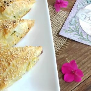 Солени тригони со фил од спанаќ, сирење и тиквичка