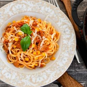Шпагети пронто во сос од домати и туна