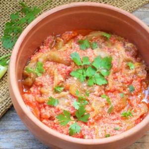 Печени пиперки во доматен сос