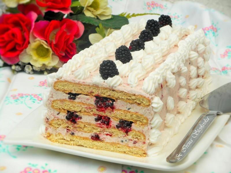 Бисквит торта со капини