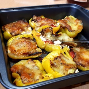 Полнети бабури со грилован зеленчук и сирење