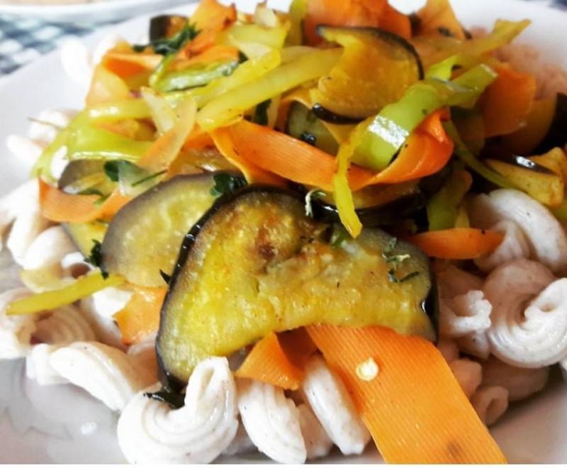 Тестенини со зеленчук