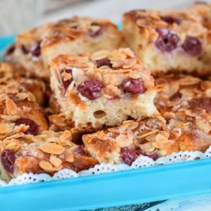 Путер колач со вишни