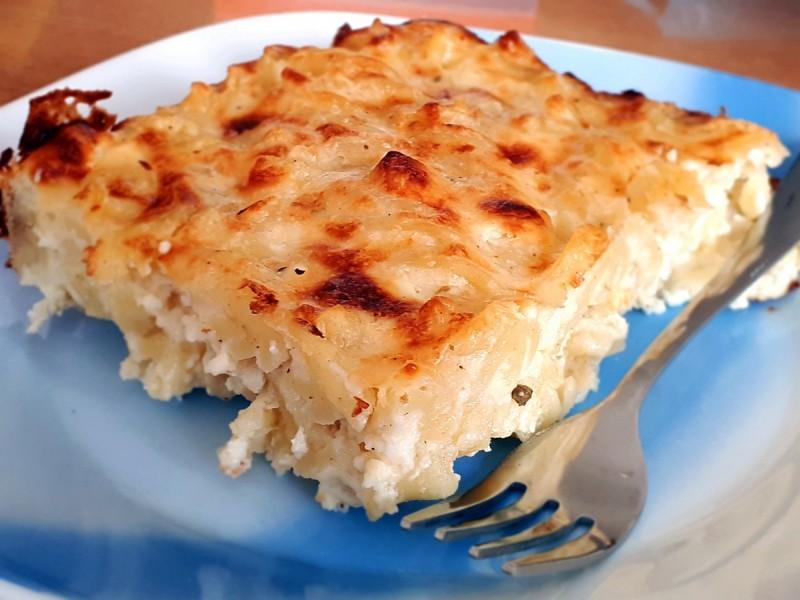 Потпечени тестенини со бешамел и сирење