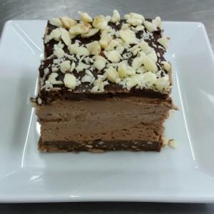 Чоколаден чиз кејк со јогурт прелив (без печење)