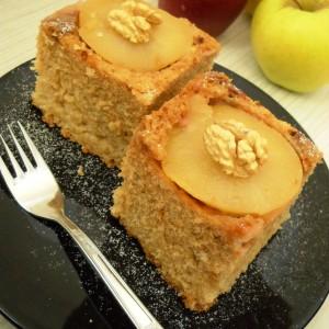 Превртен колач со јаболка и мед (без јајца)