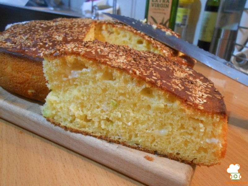 Солена торта со праз и сирење