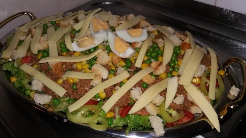 Туна салата со зеленчук