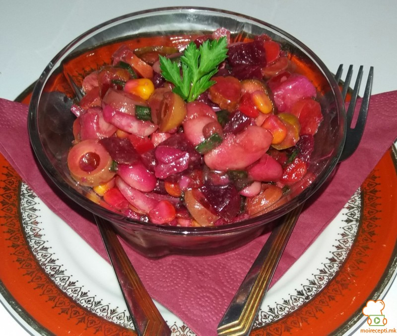 Витаминска посна салата