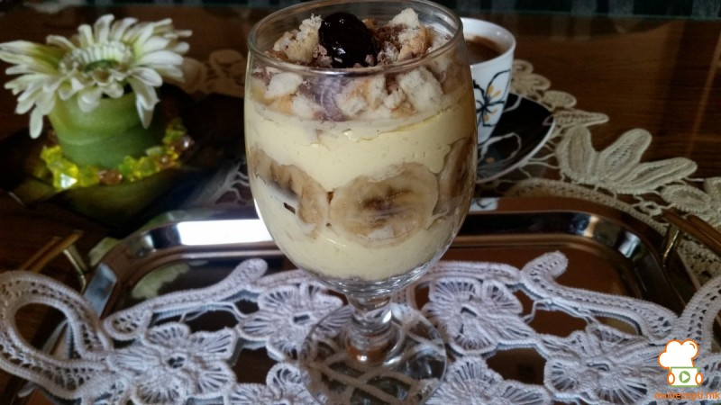 Десерт со пудинг во чаша
