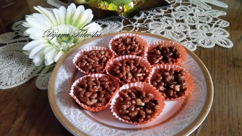 Корнфлекс корпиња со суво грозје и ореви (шишарки)