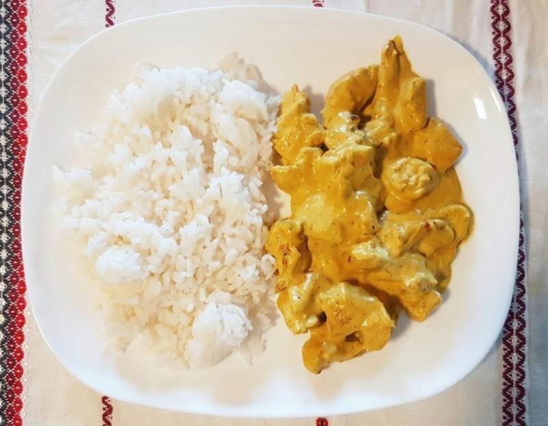 Пилешко во кари со басмати ориз