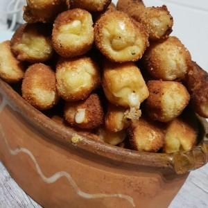 Пирошки со полнеж од брокула и кашкавал