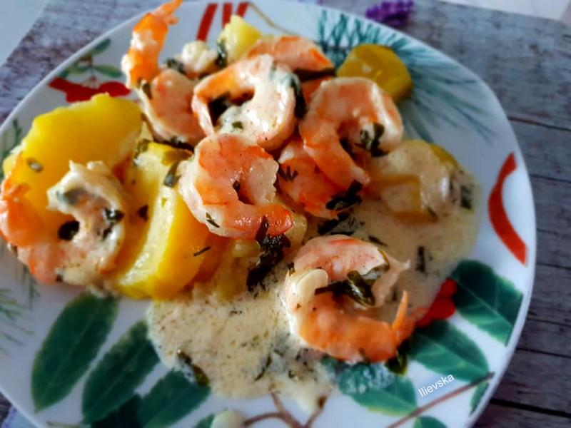 Шкампи во бел сос со компир