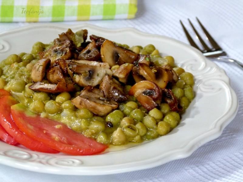 Грашок со печурки шампињони (посно, веган)