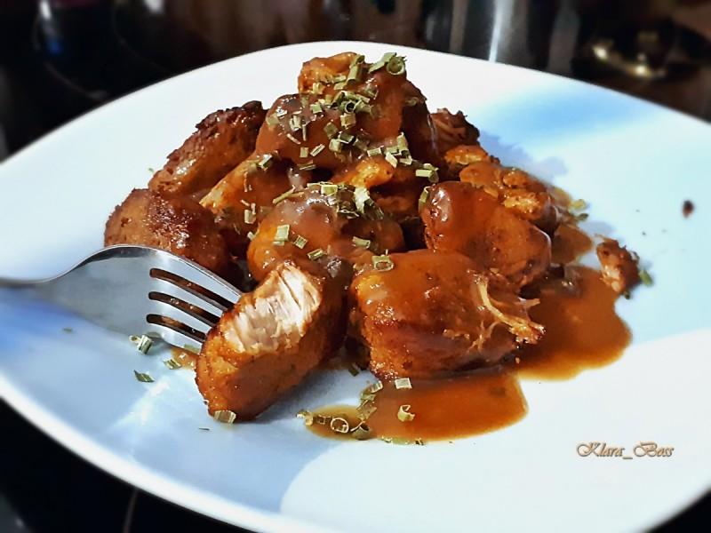 Динстано свинско во ловечки сос