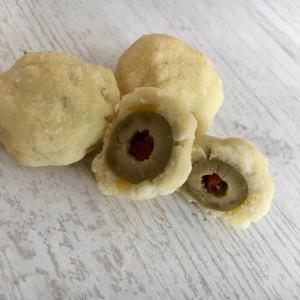 Топчиња со маслинки