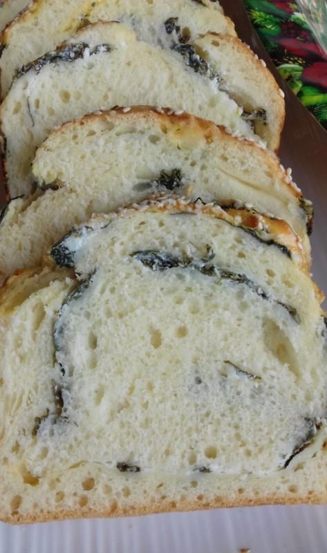 Pull Apart леб со спанаќ, крем сирење и сирење