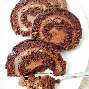 Чоколаден ролат со ганаш крем и ореви